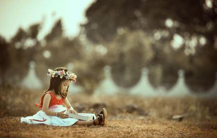 MeSúperEncanta niña en el bosque
